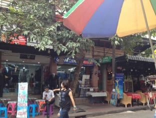 Four Sons Inn Bangkok - Nearby Attraction