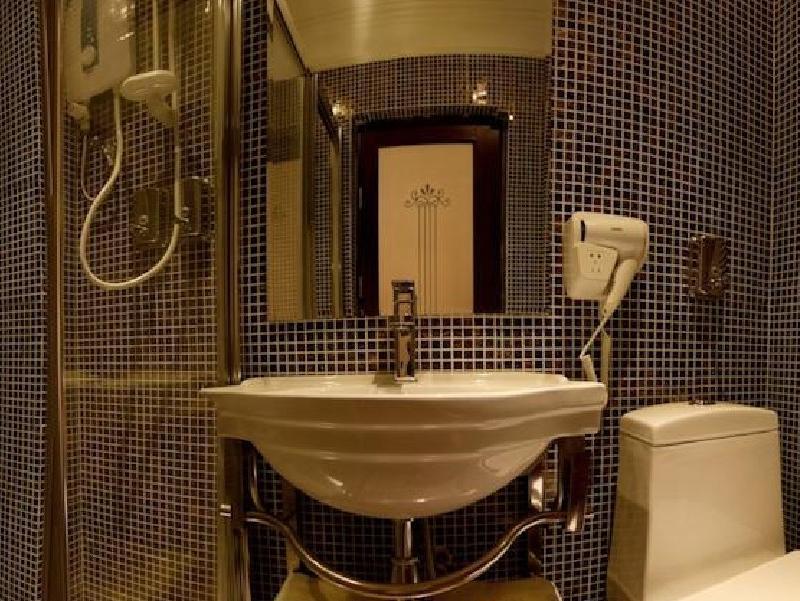 Valenza Hotel & Cafe - Bathroom