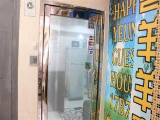 Happy Yeung Guest House Hong Kong - Entrance on 17th Floor