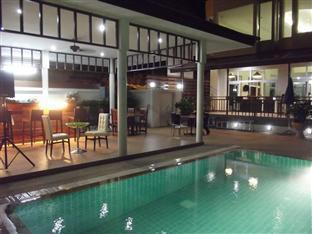 Emerald Palace - Serviced Apartment Pattaya - Swimming Pool at Night