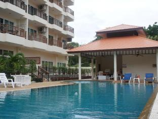 Emerald Palace - Serviced Apartment Pattaya - Enjoy a dip in the pool