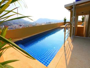 88 Hotel Phuket - Swimming pool