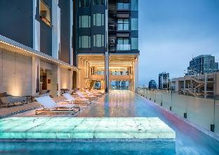 Edge Sukhumvit 23 Luxury Condominium