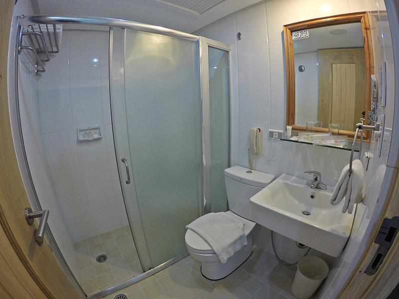 Philippines Hotel   Bathroom