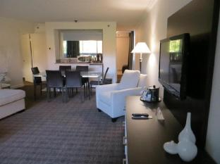Toronto Don Valley Hotel and Suites Toronto (ON) - Suite Room