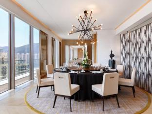 Courtyard By Marriott Hong Kong Sha Tin Hotel Hong Kong - Presidential Suite - The spacious Presidential Suite offers intimate private dining for up to 16 pax with seating area and an exclusive lounge area.