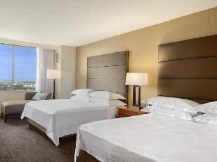 Front view of Hilton Salt Lake City Center