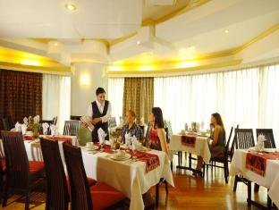 Best Western Oxford Suites Makati Manila - O Lounge The 3F Restaurant offers a wide variety of international cuisine
