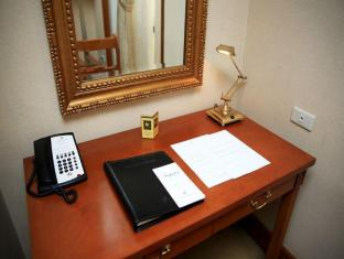 Philippines Hotel Accommodation Cheap | Richmonde Hotel Ortigas Manila - Work Desk