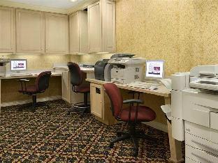 room of Hilton Northbrook Hotel