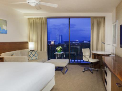 ➦  Hyatt Hotels    (Florida) customer rating