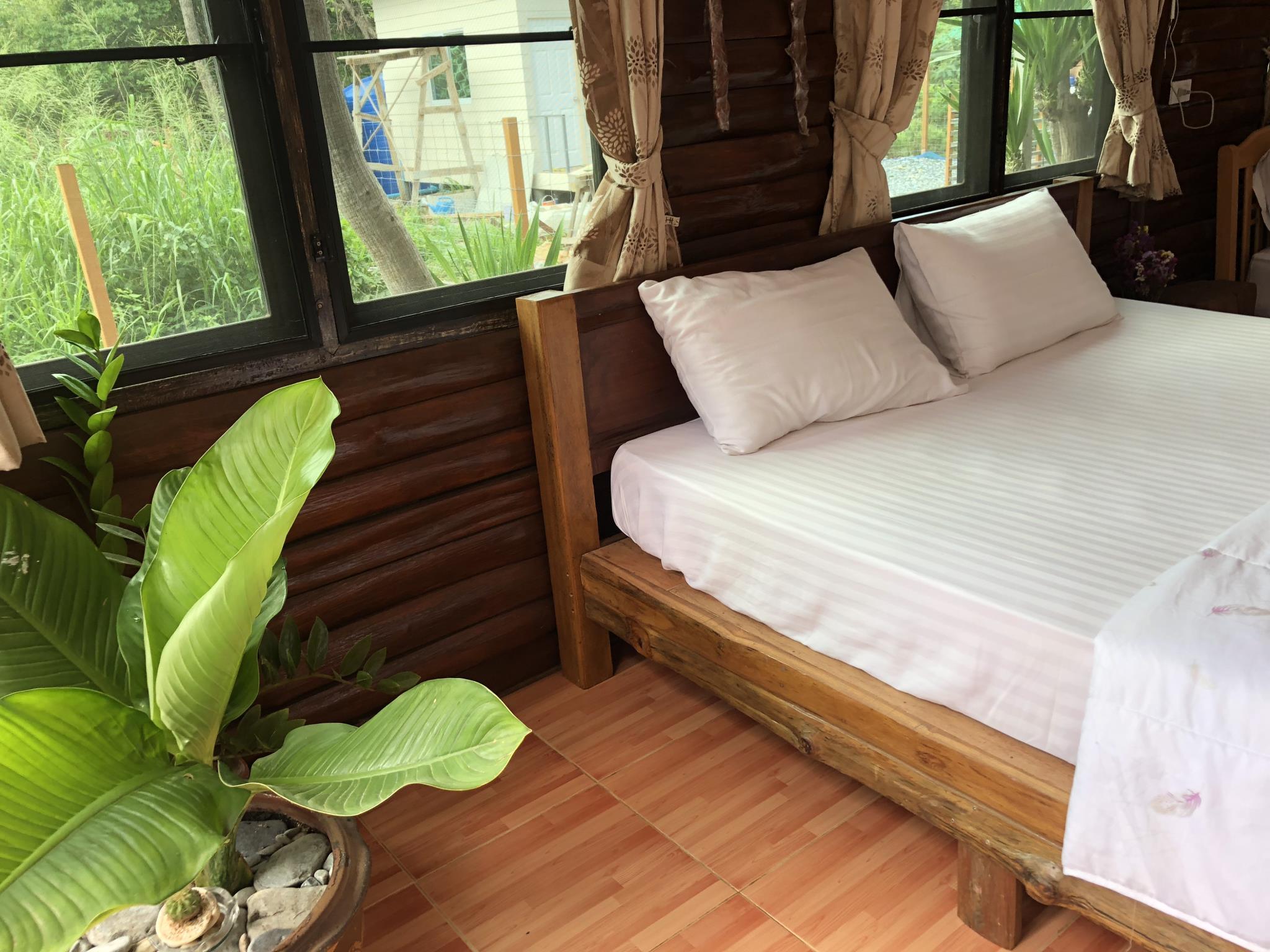 , 1 ห้องนอน 2 ห้องน้ำส่วนตัว ขนาด 77 ตร.ม. – เกาะสีชัง
