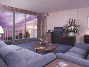 Coast Plaza Hotel and Suites Vancouver (BC) - Suite Room