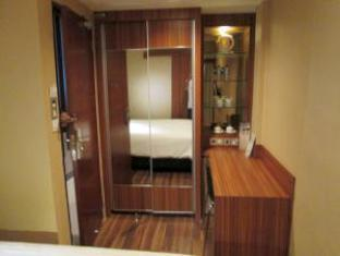 511 Ideal Stay Hotel Medan - Guest Room