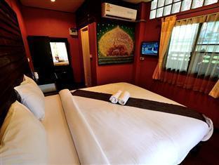 Baan Fai Guesthouse guestroom junior suite