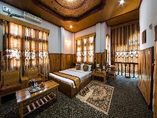 Honey Pine Hotel