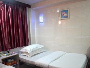 Kowloon TST Guest House Hong Kong - Triple Room