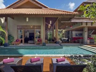 4 BDR Kinaree Villa Private Pool at Seminyak - ホテル情報/マップ/コメント/空室検索