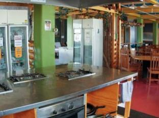 Wellywood Backpackers Wellington - Kitchen