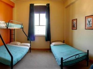 Wellywood Backpackers Wellington - Family Room with Share Bathroom