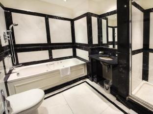 Courthouse Hotel London - Magistrate Suite Bathroom