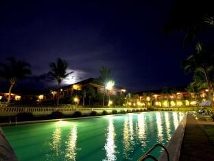 Fort Ilocandia Resort Hotel Laoag - Piscina