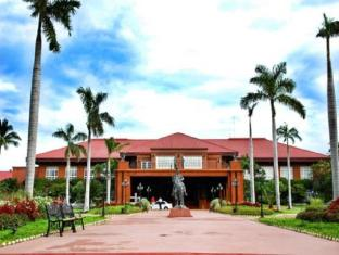 Fort Ilocandia Resort Hotel Laoaga