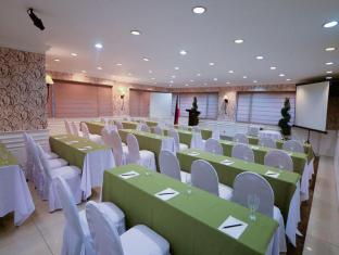 Orchid Garden Suites Manila - Meeting Room