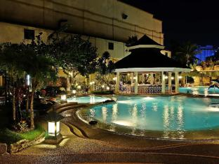 Waterfront Cebu City Hotel and Casino Cebu City - Piscina
