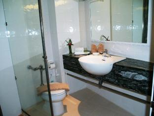 Golden Beach Hotel Pattaya - Bathroom