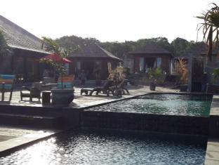 The Palms Ceningan Hotel Bali - Swimming Pool