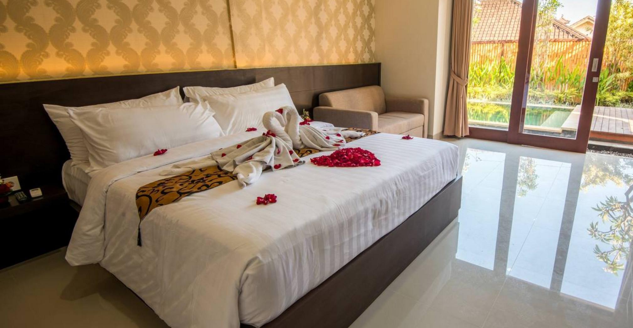 Bed and breakfast! Huge guest room in #Legian 4