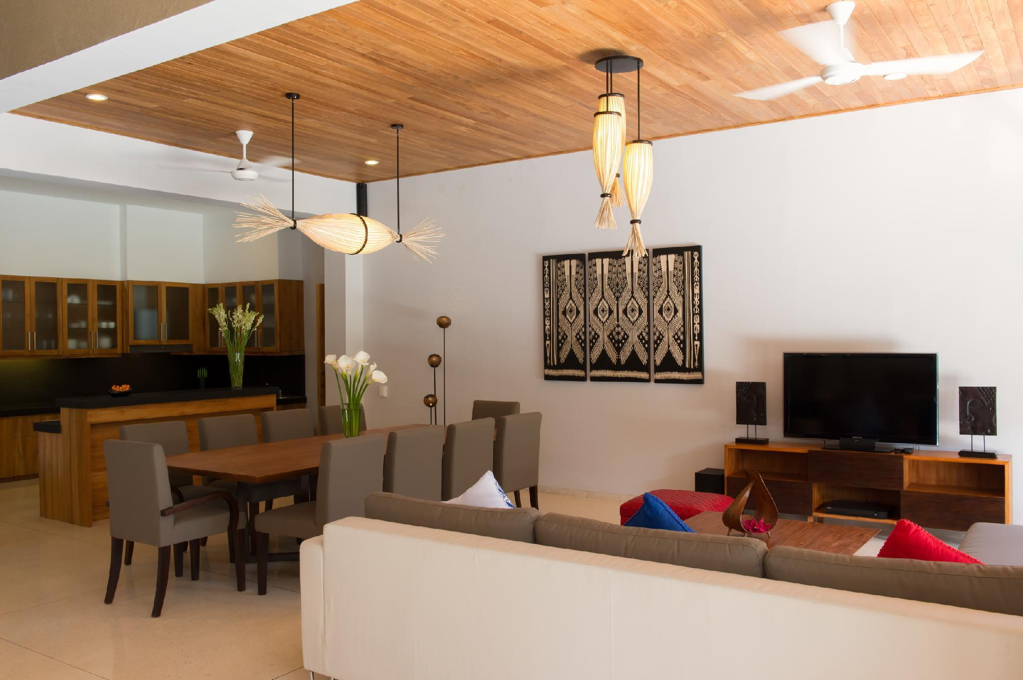 5 BR Luxury Vacation Villa by the beach