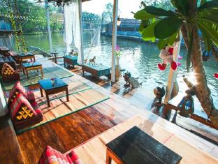 /th-th/at-casa-guesthouse-amphawa/hotel/amphawa-samut-songkhram-th.html?asq=jGXBHFvRg5Z51Emf%2fbXG4w%3d%3d