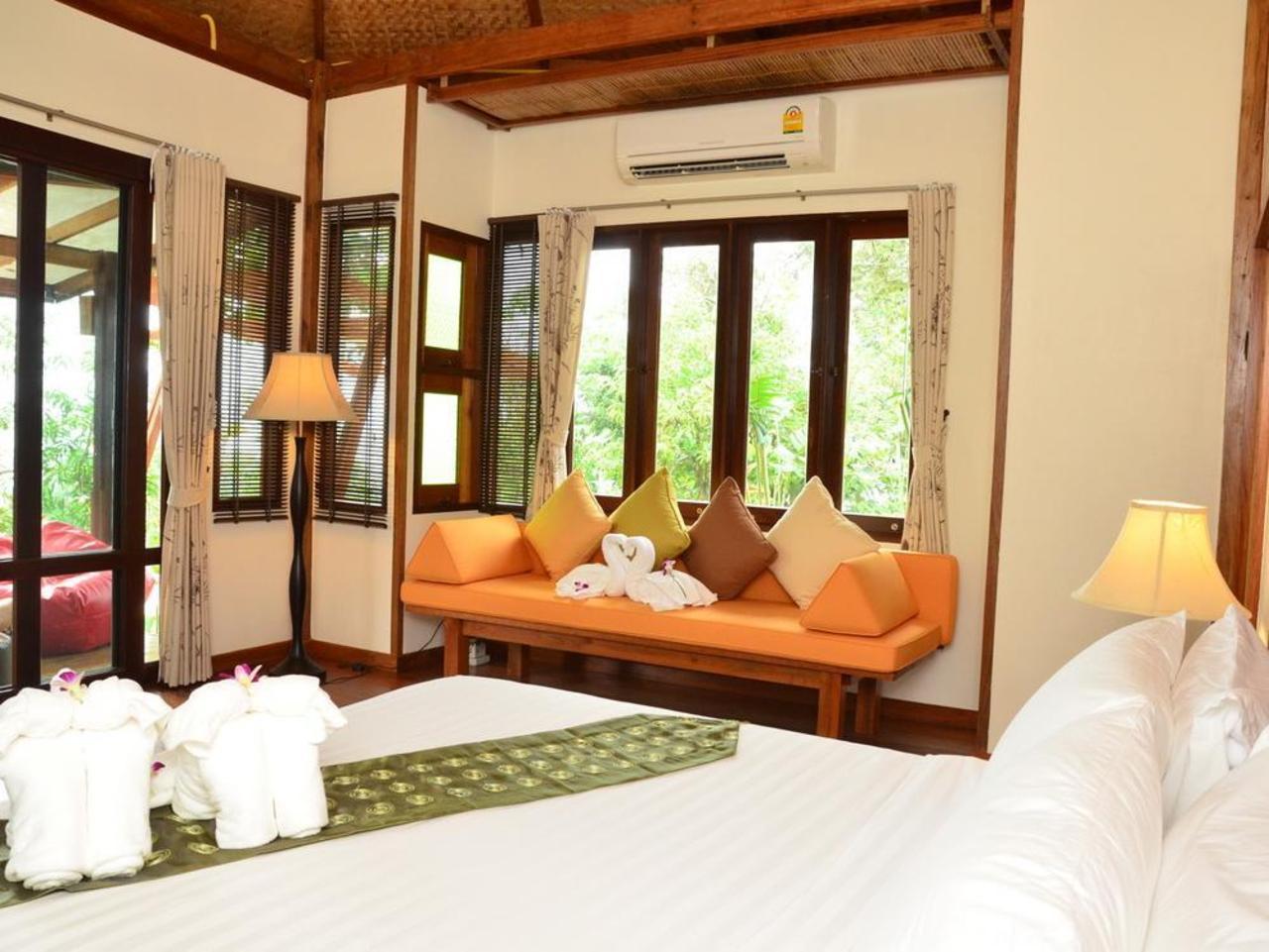 เขาทอง เทอเรสต์ รีสอร์ท (Khaothong Terrace Resort)