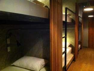 イン ア ボックス ホステル In a Box Hostel