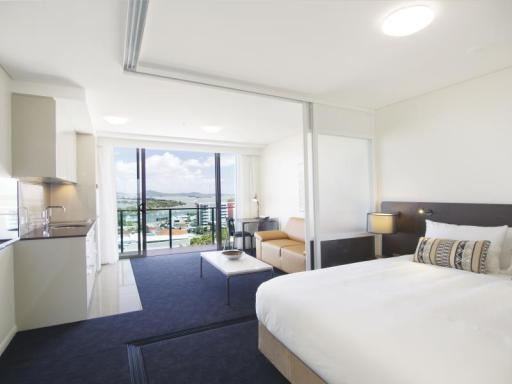 ➦  Oaks Hotels & Resorts    (Queensland) customer rating