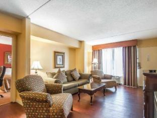 Clarion Inn & Suites University Center