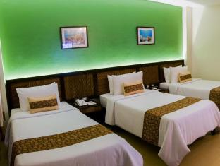 Bohol Beach Club Resort Panglao Island - Deluxe Room with Triple Single Beds
