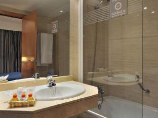Globales De los Reyes Hotel Madrid - Bathroom