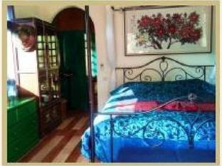 Dreamweaver House guestroom junior suite