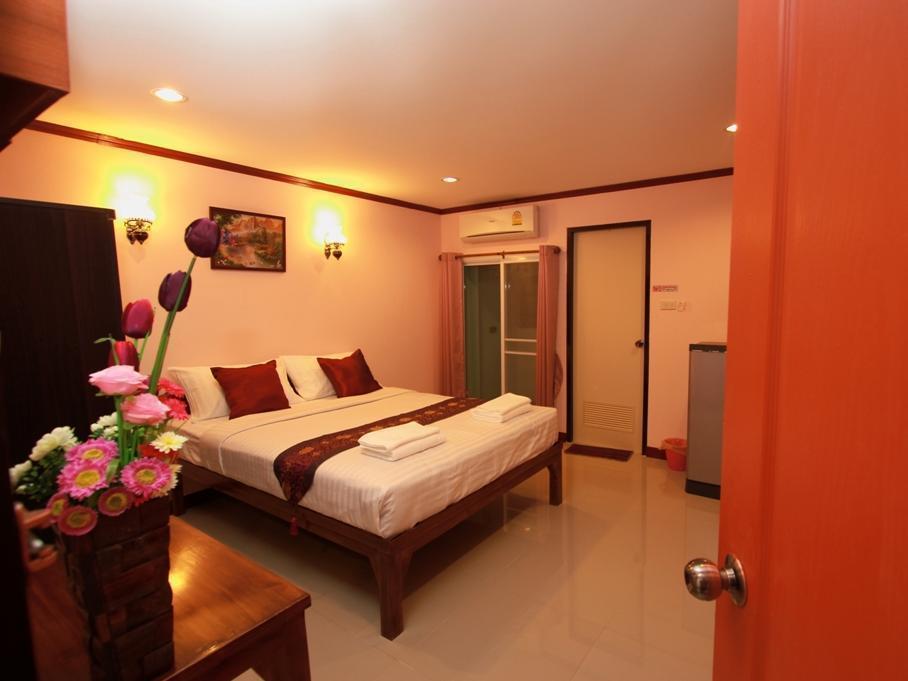 普旺农广场酒店,ภูวนนท์ เพลส