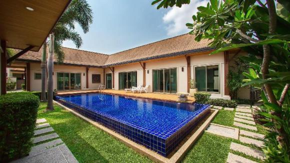 3 Bedrooms + 3 Bathrooms Villa in Rawai - 18393523