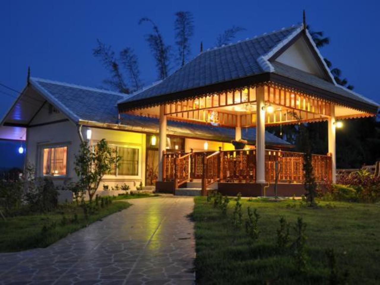 เฮือนวาดเขียนรีสอร์ท (Huean Wadd Khian Resort)