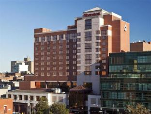 Sheraton Hotel in ➦ Flushing (NY) ➦ accepts PayPal