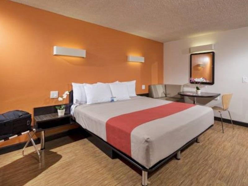 モーテル 6 カーソン