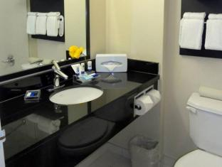 Park Inn & Suites by Radisson Vancouver (BC) - Bathroom