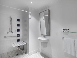 Travelodge Sydney Hotel Sydney - Easy Access Bathroom