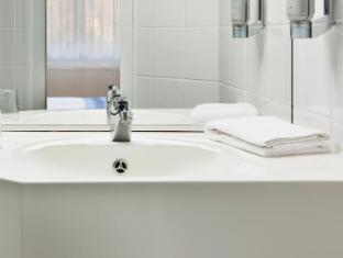 InterCityHotel Magdeburg guestroom junior suite