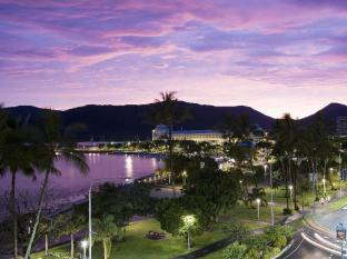 Mantra Trilogy Hotel Cairns - View at Night